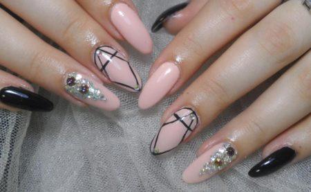 Модный маникюр и геометрический дизайн ногтей
