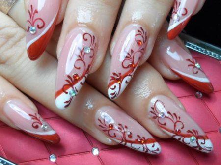 Актуальный маникюр на длинные ногти с красивым дизайном