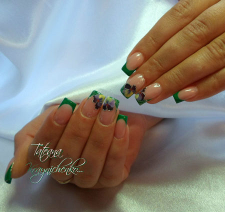 Зеленый френч на квадратные ногти с цветами