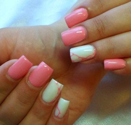 Красивый модный розовый маникюр сдизайном