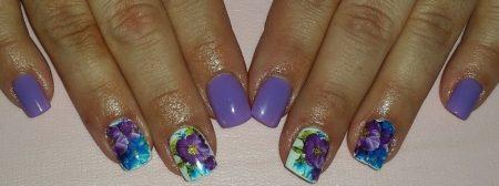 Модный синий маникюр на короткие квадратные ногти с цветами