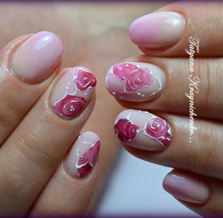 Нежный розовый маникюр на короткие ногти с объемными цветами