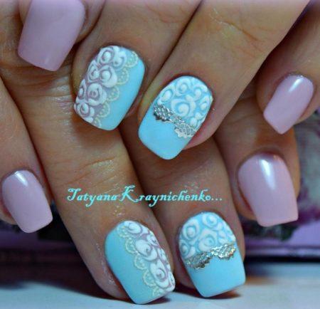 Красивый двухцветный маникюр с узорами на короткие ногти