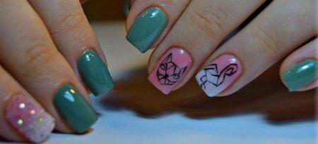 Красивый двухцветный маникюр с дизайном на короткие ногти