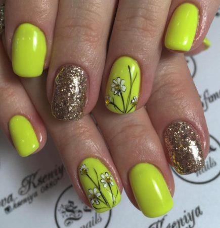 Желтый маникюр весна -лето на короткие ногти с рисунком