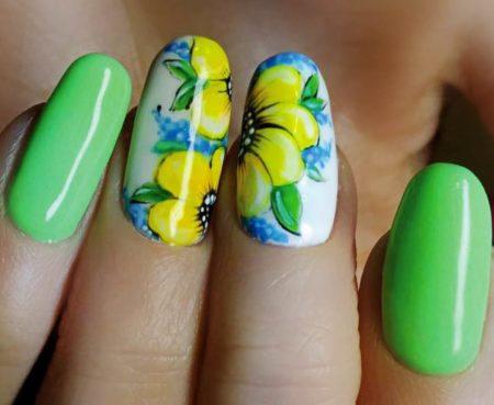Модный зеленый маникюр весна - лето идея дизайна цветы