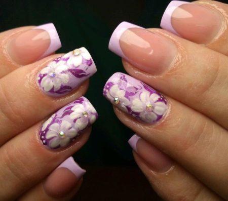 Белый френч идея маникюра весна -лето с дизайном цветы