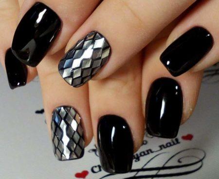 Черный маникюр на квадратные короткие ногти с дизайном
