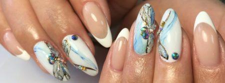 Френч на миндалевидной форме ногтя идея маникюра весна -лето