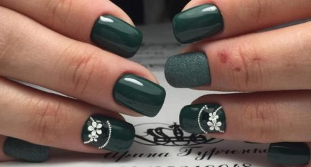 Модный деловой дизайн маникюра на короткие квадратные ногти