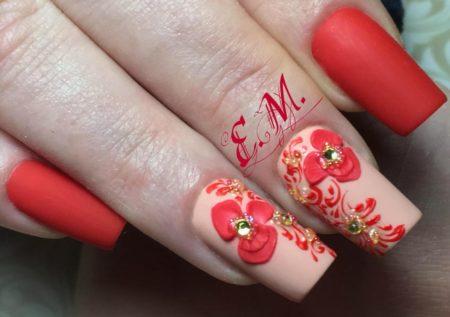 Дизайн ногтей модного маникюра с цветами