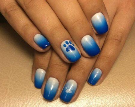 аэрография на ногтях бело-синий
