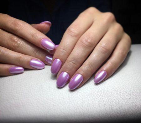 Нежный розовый зеркальный маникюр