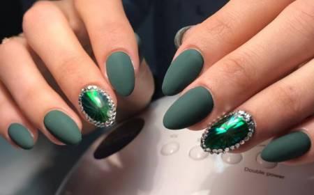 матовые ногти зеленый цвет