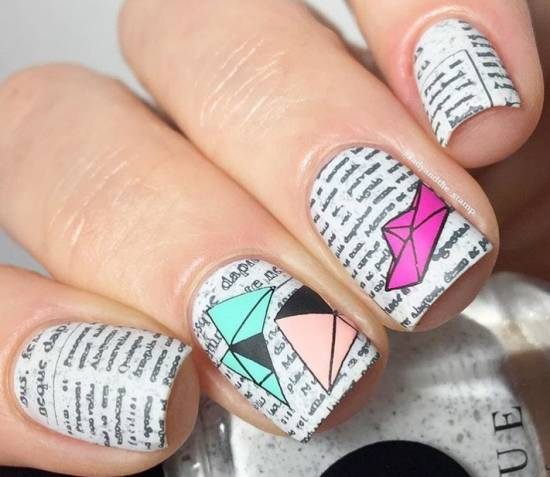 Буквы на ногтях и геометрия