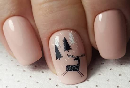 олень и елки на ногтях