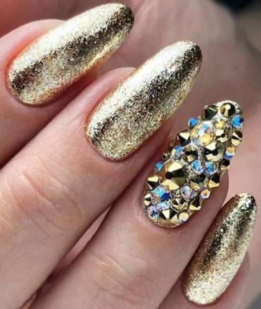 Маникюр с золотом: различные способы сверкать до кончиков ногтей