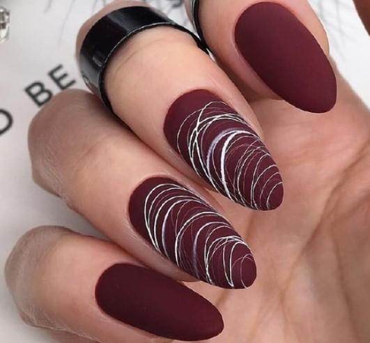 ногти цвета марсала