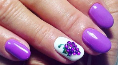 виноград на ногтях