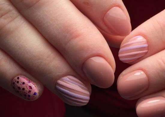 Нежная геометрия на ногтях