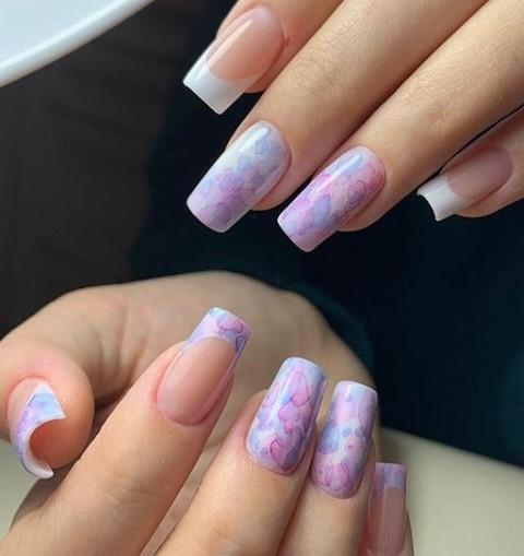 нежная акварель на ногтях абстракция