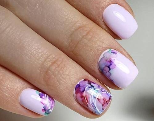 красивая акварель на ногтях абстрактный узор