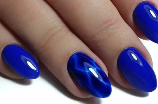 красивая акварель на ногтях абстрактный узор синий