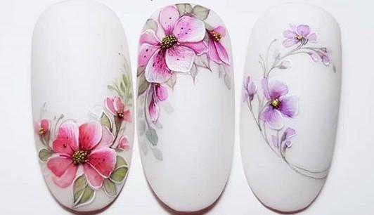 красивый акварельный маникюр цветочки