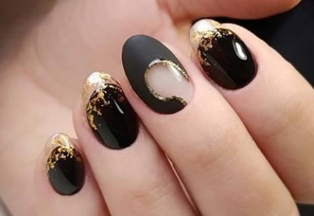 черный маникюр с золотом