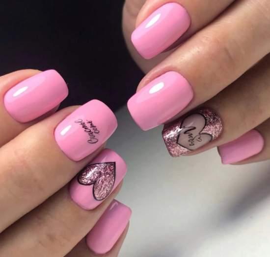 розовый маникюр с сердечками