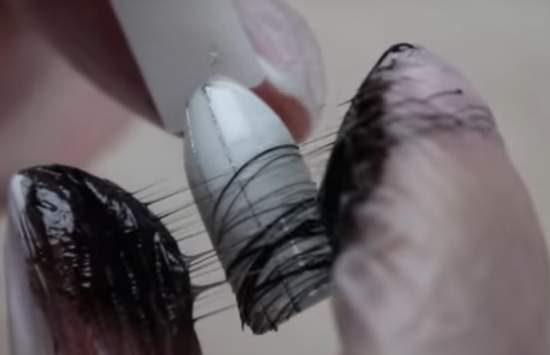 нанесение гель-краски пальцами