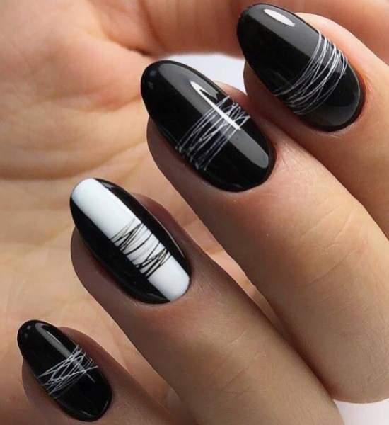 черно-белый дизайн с паутинкой