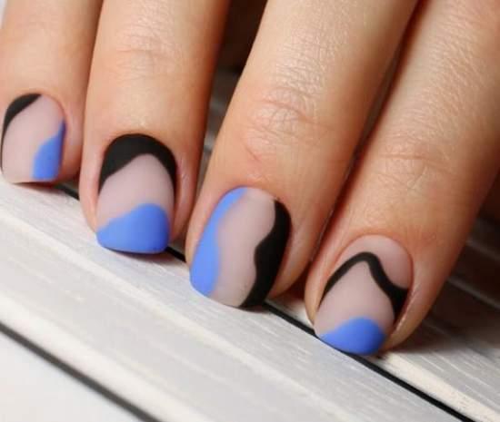 стильный полупрозрачный маникюр на короткие ногти