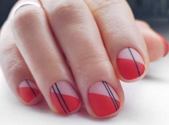 полупрозрачные ногти и геометрия