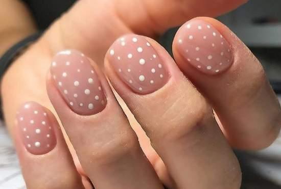 белые точки на ногтях