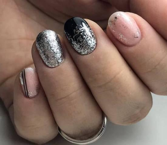 серебристая фольга на ногтях