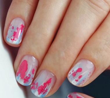 Розовый маникюр с фольгой: фото красивых идей