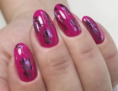 розовая фольга на розовом фоне