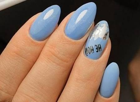 голубые ногти с серебром