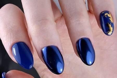 Синий маникюр с фольгой: выбираем эффектный дизайн