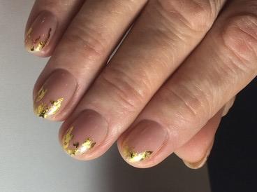 Маникюр с золотой фольгой: фото идеи и 3 блестящих дизайна с пошаговыми инструкциями
