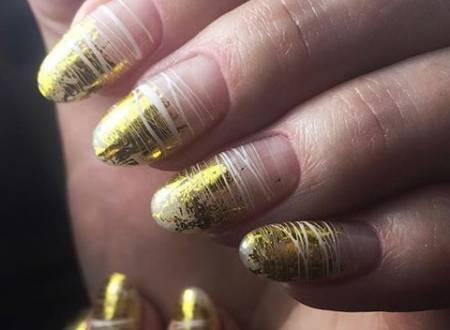 золотые кончики ногтей
