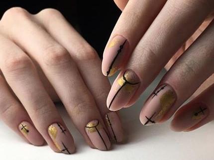 стильный маникюр с золотом
