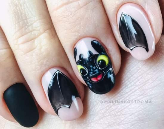 летучая мышь на ногтях