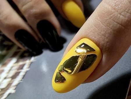камни на ногтях