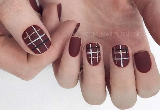 клетка на ногтях