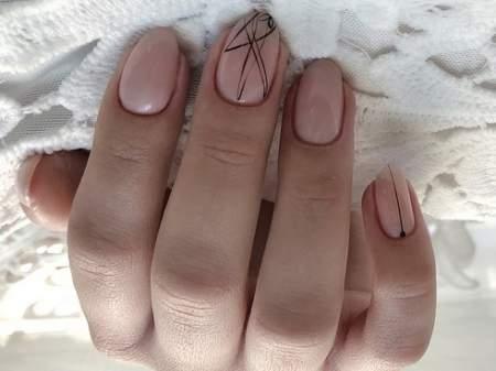 черные линии на ногтях