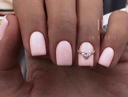 розовый свадебный маникюр
