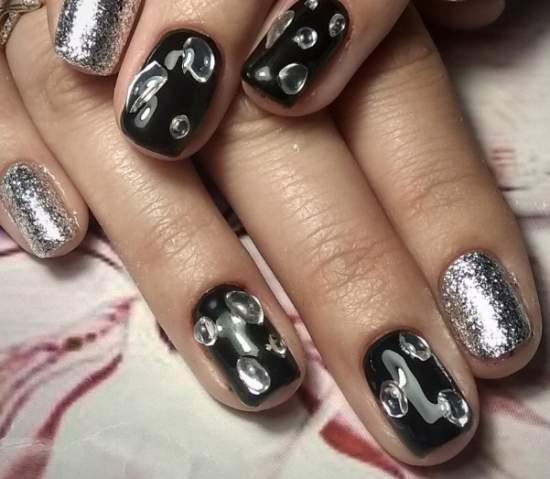 жидкая фольга на ногтях