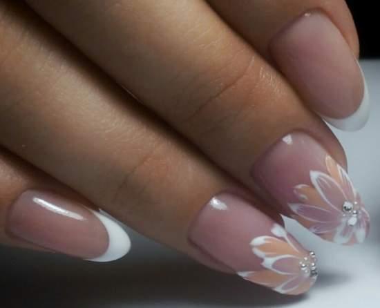 свадебный дизайн ногтей с цветами